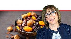 דר' אולגה רז, דיאטנית קלינית המומחית לדיאטות ותזונה נכונה על אכילת פירות יבשים, הטוב והרע |עיבוד ממחושב: שולי סונגו©