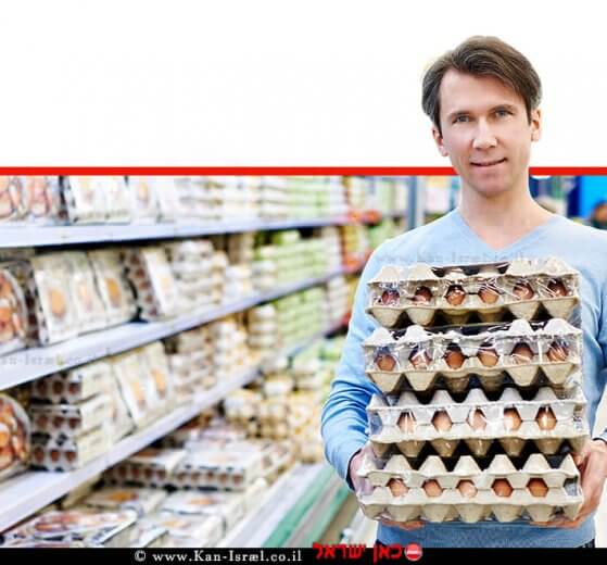צרכן רוכש ביצים בסופרמרקט   עיבוד צילום ממחושב: שולי סונגו©