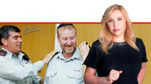 אילה חסון העיתונאית בערוץ 13 ברקע: הרמטכל גבי אשכנזי מעניק בשנת 2009 דרגת אלוף לאביחי מנדלבליט הפרקליט הצבאי הראשי | עיבוד צילום ממחושב: שולי סונגו©