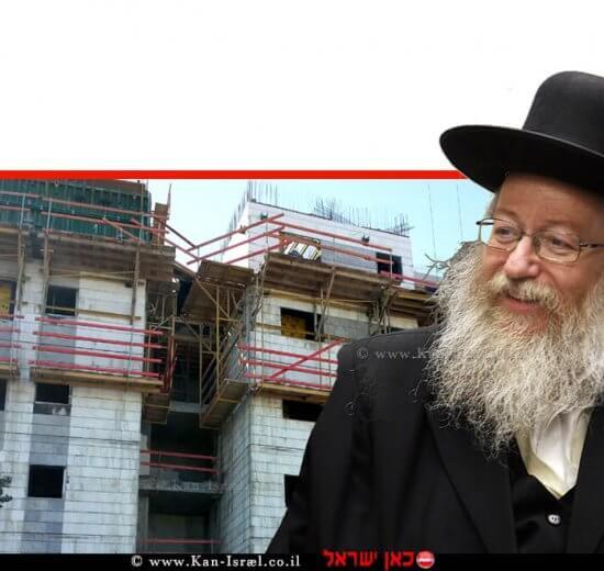 יעקב ליצמן שר הבינוי והשיכון ברקע: בנייני דירות לפני סיום בנייתם   עיבוד צילום: שולי סונגו ©