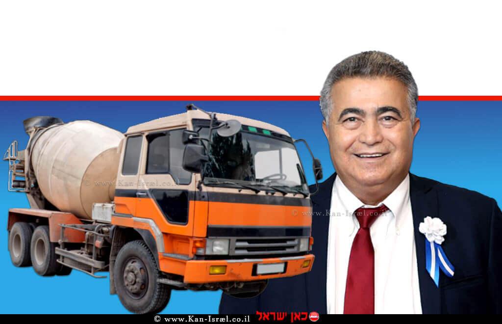 עמיר פרץ שר הכלכלה והתעשייה ברקע: משאית מלט | עיבוד צילום: שולי סונגו ©
