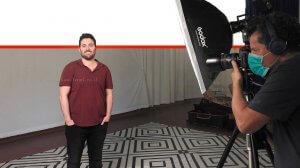 משה בוינג'ו תושב חדרה, בוגר תואר בתקשורת בקמפיין פרסומי של האקדמית עמק יזרעאל | עיבוד צילום: שולי סונגו ©