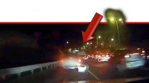 תיעוד המרדף המשטרתי אחר גנב הרכב בישוב גני תקווה בסיומו קפץ החשוד מן הגשר | צילום: דוברות המשטרה