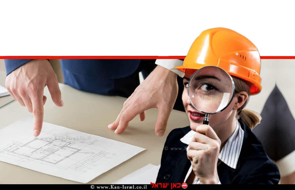 שמאית מקרקעין בוחנת בזכוכית מגדלת תוכנית בנייה, הדמייה | עיבוד צילום: שולי סונגו ©