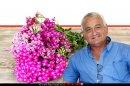 אלון שוסטר שר החקלאות ופיתוח הכפר, ברקע: פרח ערבה, צמחי מרפא על שולחן עץ | עיבוד צילום: שולי סונגו ©