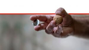 משקולת בית בערך של שנקל, שני שקלים שנתגלתה ליד הכותל המערבי | צילום: שי הלוי, רשות העתיקות | עיבוד: שולי סונגו ©