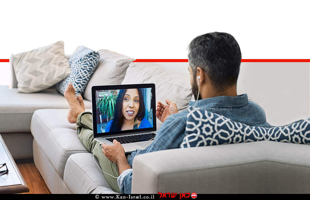 גבר מנהל שיחה אינטימית עם צעירה מול מצלמת רשת   צילום: הדמייה   עיבוד: שולי סונגו ©