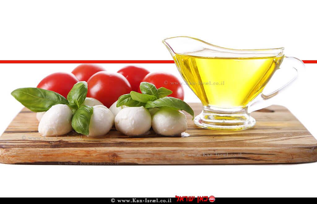 גבינת מוצרלה, עגבניות ובזיליקום | עיבוד: שולי סונגו ©