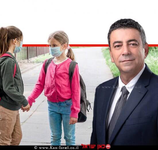 עמית אדרי מנכל משרד החינוך, ברקע: תלמידות בחצר בית הספר במהלך תקופת וירוס הקורונה | עיבוד צילום: שולי סונגו ©