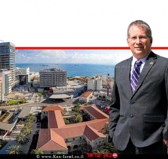 דר' מיקי הלברטל, מנהל רמבם – הקריה הרפואית לבריאות האדם בית החולים הגדול בצפון, ברקע: רמבם פנורמה 2020 | צילום: הקריה הרפואית רמבם | עיבוד צילום: שולי סונגו ©