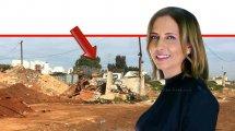 גילה גמליאל-דִּמְרִי, השרה למשרד הגנת הסביבה ברקע: ערימות של פסולת על קרקע חשופה באחד מהאתרים שאותרו | צילום: המשטרה הירוקה, המשרד להגנת הסביבה | עיבוד צילום: שולי סונגו ©