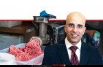 דני טל מנהל מינהל היבוא ויושב ראש ועדת המכסות של משרד הכלכלה; ברקע: בשר טחון טרי | עיבוד צילום: שולי סונגו