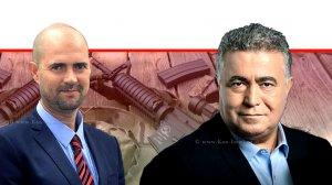 שר הכלכלה עמיר פרץ מול השר לביטחון פנים אמיר אוחנה ברקע: רובי איירסופט | עיבוד צילום: שולי סונגו ©