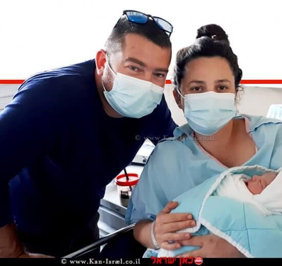 טניה, בן זוגה מיכאל והתינוקת הקטנה שהצטרפה למשפחה |צילום: הקריה הרפואית רמבם | עיבוד צילום: שולי סונגו ©