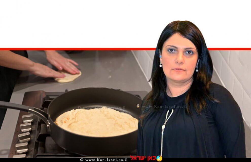 הָאוֹפָה פאולינה סונגו ברקע: ידי אישה מכינות מופלטה מאכל יהודי מסורתית | עיבוד צילום: שולי סונגו ©