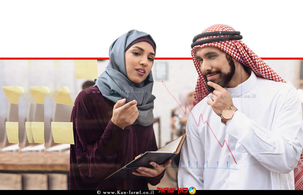 פקידה ופקיד ערבים בחדר ישיבות מודרני | צילום: depositphotos | עיבוד צילום: שולי סונגו ©