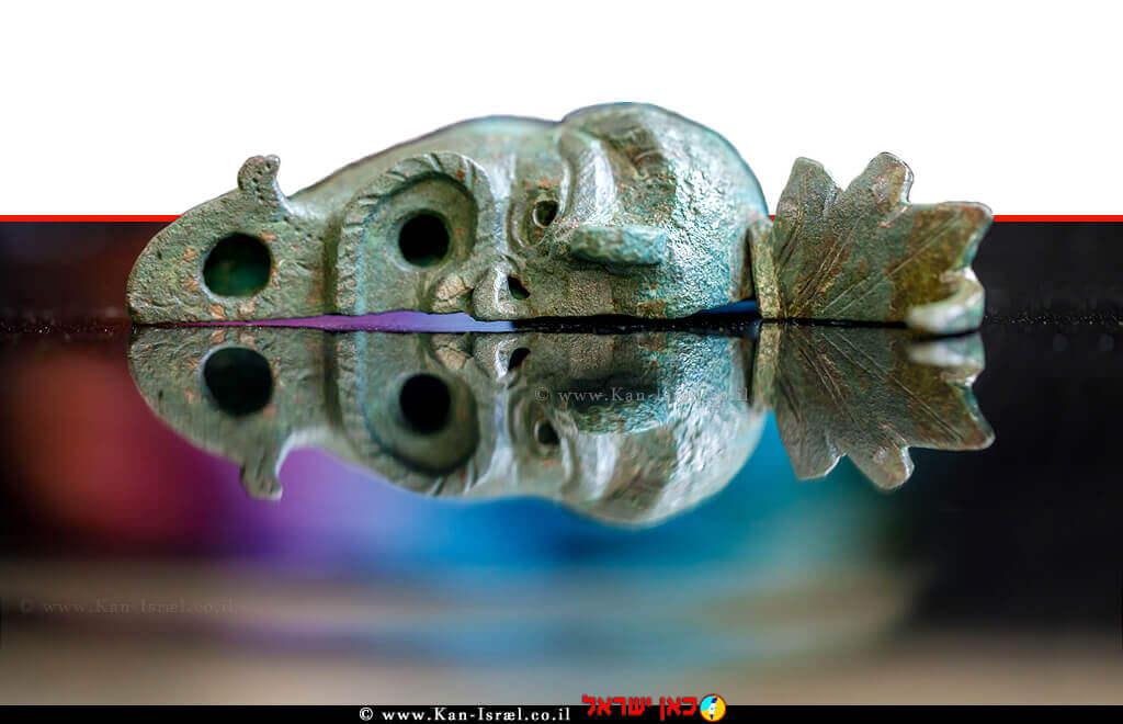 חצי הנר שהתגלה, ברשות העתיקות, מקווים למצוא את החצי השני | צילום-אליהו ינאי | עיבוד ממחושב: שולי סונגו©