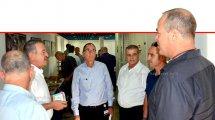 דר' ארז און, מנהל המרכז הרפואי פדה פוריה (במרכז), עם ראשי רשויות מהגליל והעמקים, בהודעה על פתיחת מרכז לצנתורי מוח לתושבי הגליל המזרחי | עיבוד צילום: שולי סונגו ©