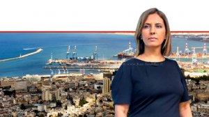 גילה גמליאל השרה להגנת הסביבה ברקע: מפרץ חיפה | צילום דוברות המשרד | עיבוד צילום: שולי סונגו ©