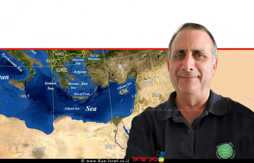 עורך דין אריק רוזנבלום מנכל עמותת אקואושן ברקע: הים התיכון  עיבוד צילום: שולי סונגו ©