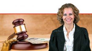 כבוד השופטת ירדנה סרוסי, בית המשפט המחוזי בתל אביב, ברקע: חוק ומסים | צילום: אתר בתי המשפט |עיבוד צילום: שולי סונגו ©