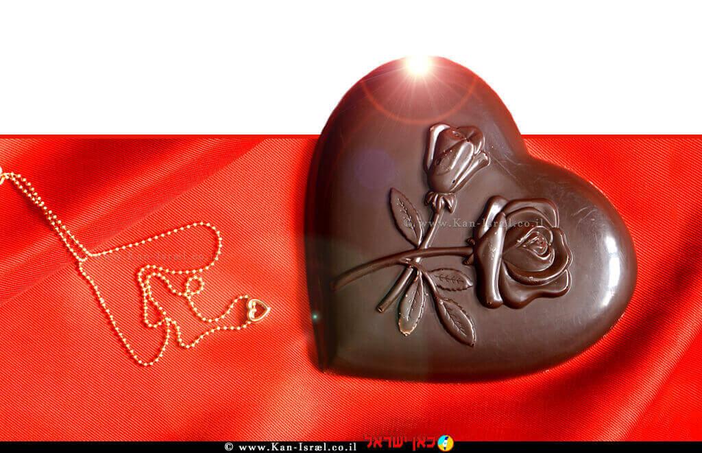 טו באב; הצרכן הישראלי, מעדיף תכשיטי זהב, פרחים, יין ושוקולד |עיבוד צילום: שולי סונגו ©