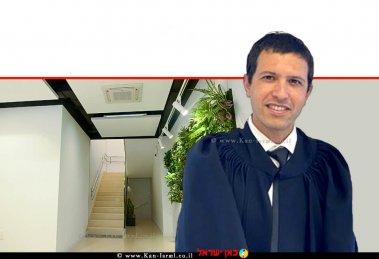 אורי שלומאי, מפקח על רישום מקרקעין - לשכת חולון (הליך שיפוטי) בסמכות שופט בית משפט שלום ברקע: הדמיית חדר מדרגות בניין משותף בסגנון לופט-בהיר  עיבוד צילום: שולי סונגו ©