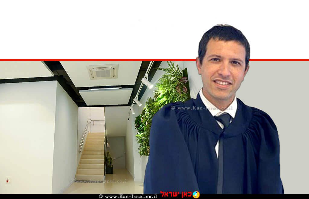אורי שלומאי, מפקח על רישום מקרקעין - לשכת חולון (הליך שיפוטי) בסמכות שופט בית משפט שלום ברקע: הדמיית חדר מדרגות בניין משותף בסגנון לופט-בהיר |עיבוד צילום: שולי סונגו ©