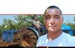 ירון בלחסן מנכל ארגון מגדלי הפירות בישראל לשרי האוצר והחקלאות ברקע: נוסע על טרקטור במטע ברָמוֹת נַפְתָּלִי | צילום: ארגון מגדלי הפירות |עיבוד צילום: שולי סונגו ©
