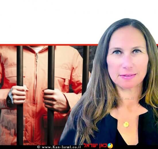 הילה כץ, פרקליטת מחוז חיפה (פלילי) ברקע: אסיר מאחורי סורגים בתוך תא כלא חשוך | צילום: באדיבות דוברות משרד המשפטים | צילום רקע: Depositphotos |עיבוד צילום: שולי סונגו ©