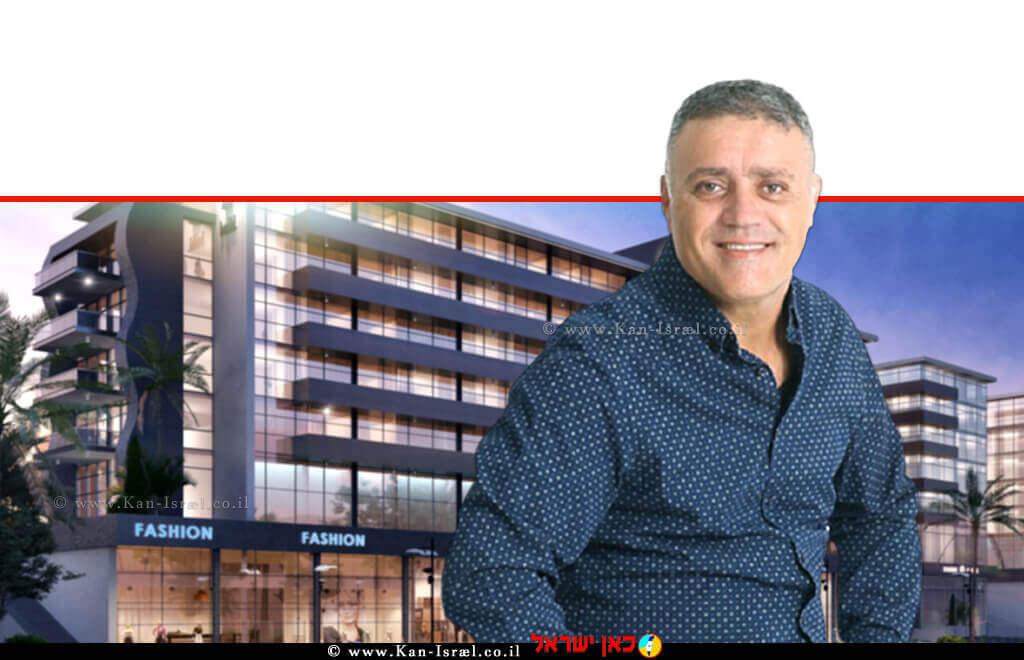 אבי כראל יזם ומייסד 'קבוצת כראל אחזקות' שבונה היום את קומפלקס המגורים והמלונאות הראשון באילת ברקע: איזור תעשיה | עיבוד צילום: שולי סונגו ©