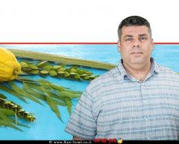 דר' אריק שמאי מנהל אגף הסגר צמחים, השירותים להגנת הצומח ולביקורת במשרד החקלאות   ברקע: ארבעת המינים לסוכות   צילום: עודד קרני, לעמ   צילום: Depositphotos  עיבוד צילום: שולי סונגו ©