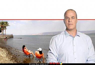 עידן גרינבאום יושב ראש איגוד ערים כינרת, חוף צינברי באגם כינרת | צילום: טלי בר, איגוד ערים כינרת | עיבוד צילום: שולי סונגו ©