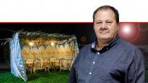 איגור דוסקלוביץ הממונה על התקינה ומנהל מינהל התקינה של משרד הכלכלה והתעשייה ברקע: סוכה   עיבוד צילום: שולי סונגו ©