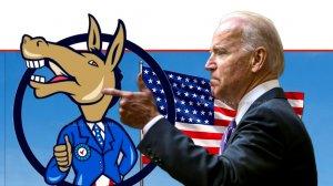 ג'ו ביידן נשיא ארצות הברית מצביע על סמל המפלגה הדמוקרטית ברקע: דגל ארצות הברית | צילום רקע: Depositphotos | עיבוד צילום: שולי סונגו ©