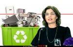 תמר זנדברג השרה להגנת הסביבה, נוהל פינוי מוצרים חשמליים מ-בית הלקוח, 'מכוח חוק פסולת אלקטרונית' ברקע: איור של פסולת אלקטרונית | עיבוד צילום: שולי סונגו ©