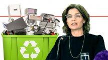 תמר זנדברג השרה להגנת הסביבה, נוהל פינוי מוצרים חשמליים מ-בית הלקוח, 'מכוח חוק פסולת אלקטרונית' ברקע: איור של פסולת אלקטרונית   עיבוד צילום: שולי סונגו ©