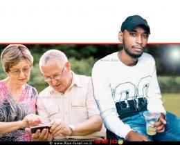 יוסף אובנך, מואשם בהונאת קשישים ב'יישומון ביט' בעודו עצור בכלא   ברקע: זוג קשישים עם סמארטפון   צילום: Depositphotos  עיבוד צילום: שולי סונגו ©