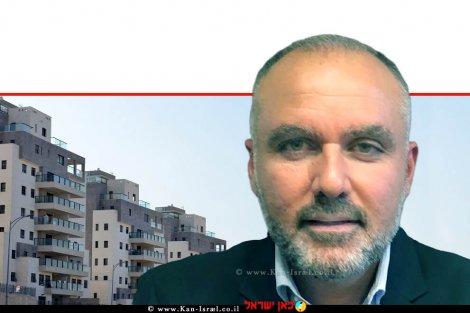 אלון רחמיאן, יושב ראש ארגון הקבלנים והבונים צפון ברקע: דירות בשלבי סיום הבנייה   עיבוד צילום: שולי סונגו ©