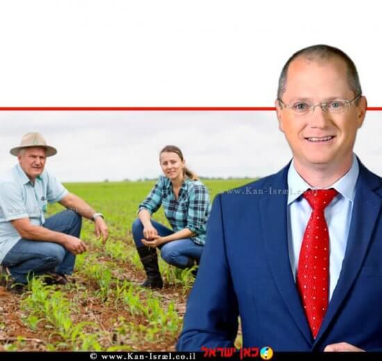 עודד פורר שר החקלאות ופיתוח הכפר ברקע: הדור הוותיק והדור הצעיר של חקלאים   עיבוד צילום: שולי סונגו ©