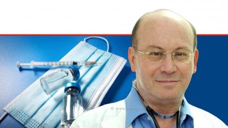 האונקולוג פרופ' אברהם קוטן, יושב ראש האגודה למלחמה בסרטן, ברקע: חיסון נגד שפעת |עיבוד צילום: שולי סונגו ©